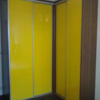 Rohová vestavěný skříň zavřená